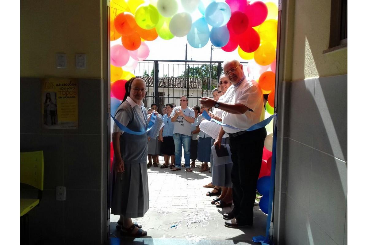 Alagoinhas - Sr. Rosanna e S.E. Paulo Romeu tagliano il nastro d'ingresso