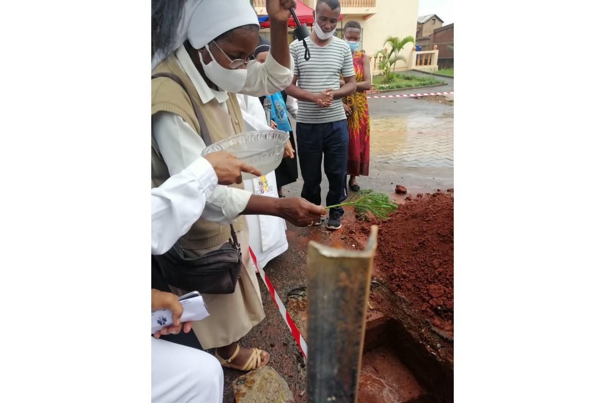 Madagascar - Posa prima pietra oratorio MPV